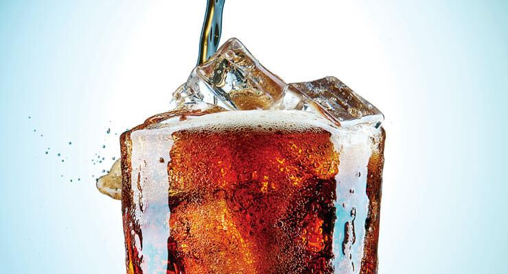copo com Coca-Cola bem gelado